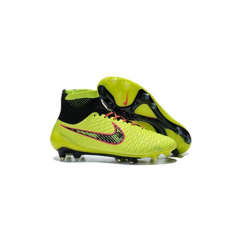 nuove scarpe nike calcio alte