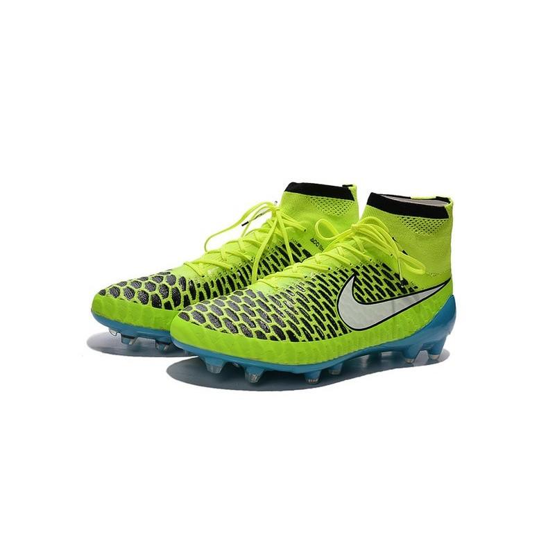 foto scarpe da calcio nike 2015
